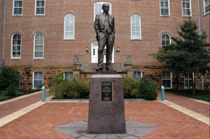 Statue of William Fulbright